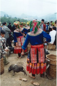 Local market with different ethnic Vietnamese peoples